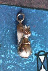 9ct Gold Squirrel pendant 2