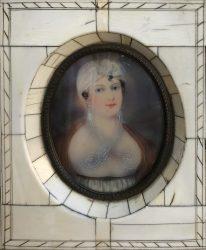 Victorian miniature queen